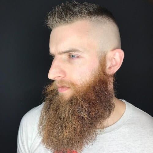 Barbe de Viking indisciplinée