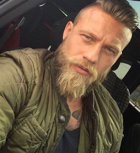 Barbe de viking nue
